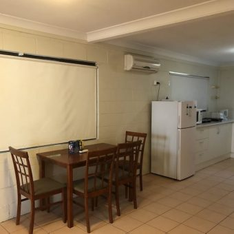 One bed fully furnished granny flat, St Lucia, walk to university