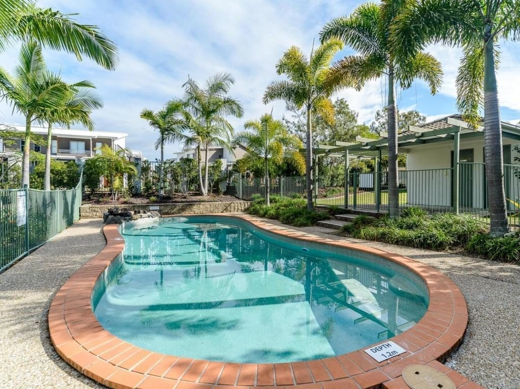 Swimming pool, for rent 3 bed 3 bath townhouse, Oxenford, Gold Coast, RentEzy