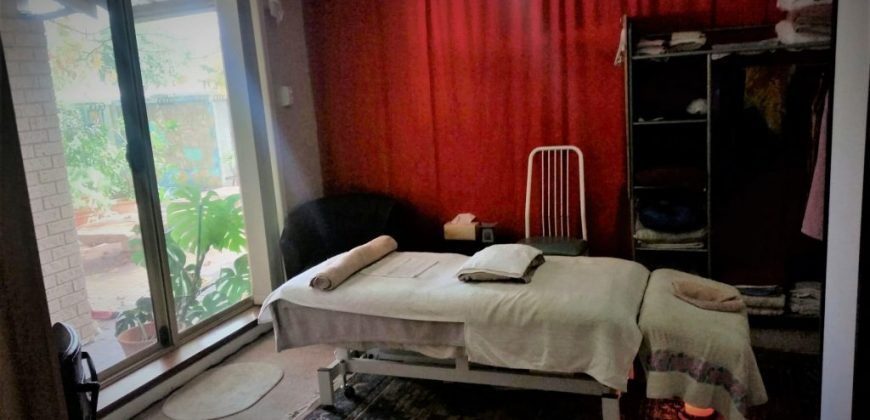 PRIVATE HOME MASSAGE STUDIO. WORK from HOME. SHARED HOUSE with SINGLE ROOM OR FLAT ACCOMMODATION AVAILABLE