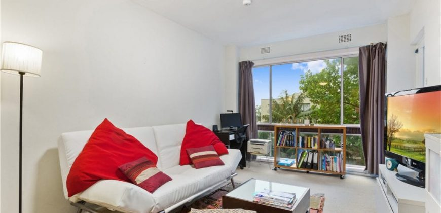 Neutral Bay 1 bedroom apartment, balcony, car space