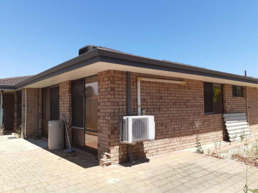 A FANTASTIC OPPORTUNITY TO RENT THIS WONDERFULLY PRESENTED UNIT!