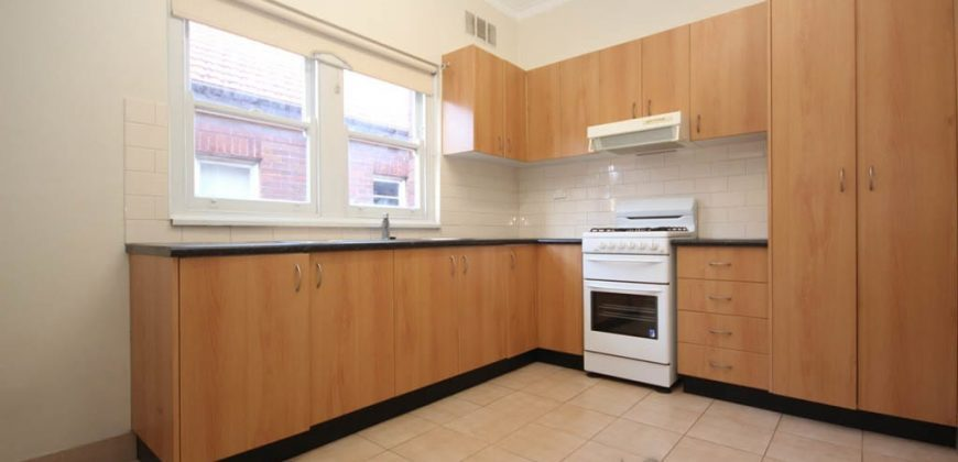 2 bed deco style unit for rent Summer Hill NSW