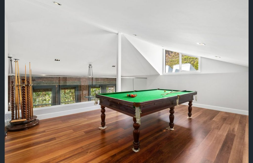 4 Bedroom Luxuriously enhanced and extended behind a classical Carlton image