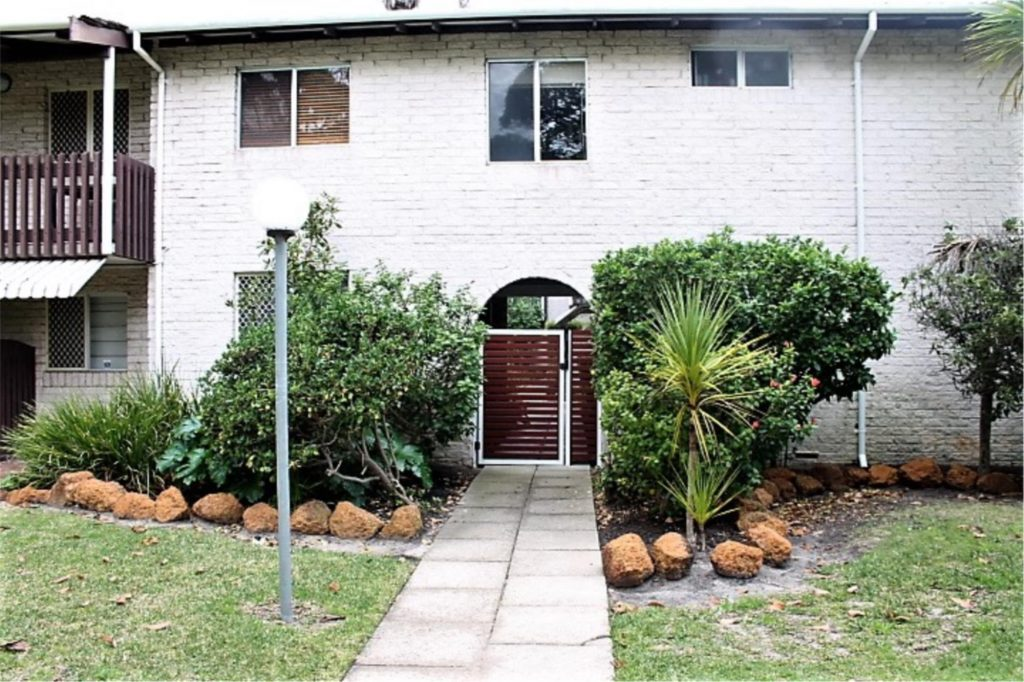 EXCELLENT LOCATION. CLOSE TO ALL AMENITIES