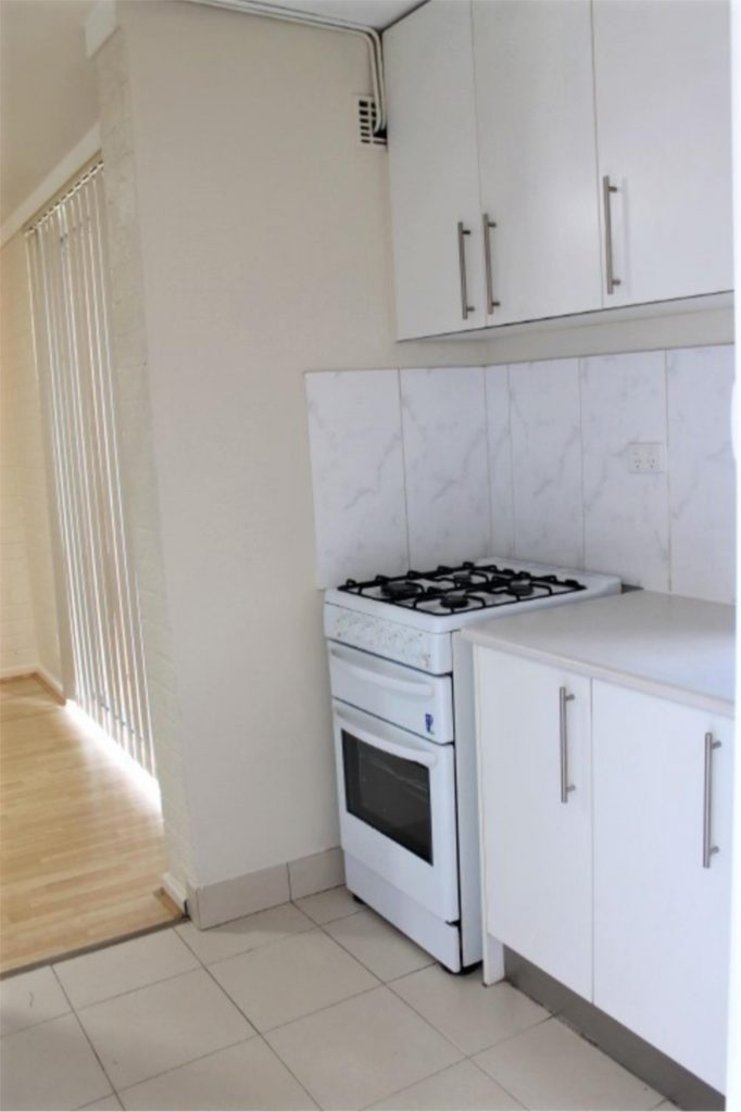 PERFECT FURNISHED APARTMENT CONVENIENTLY LOCATED !!