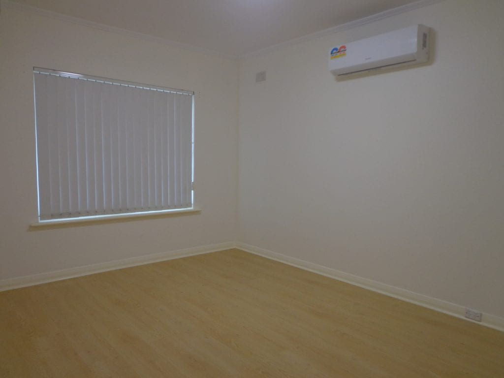 AFFORDABLE RENTAL IN KILBURN, CLOSE TO SHOPS, BE QUICK!!!