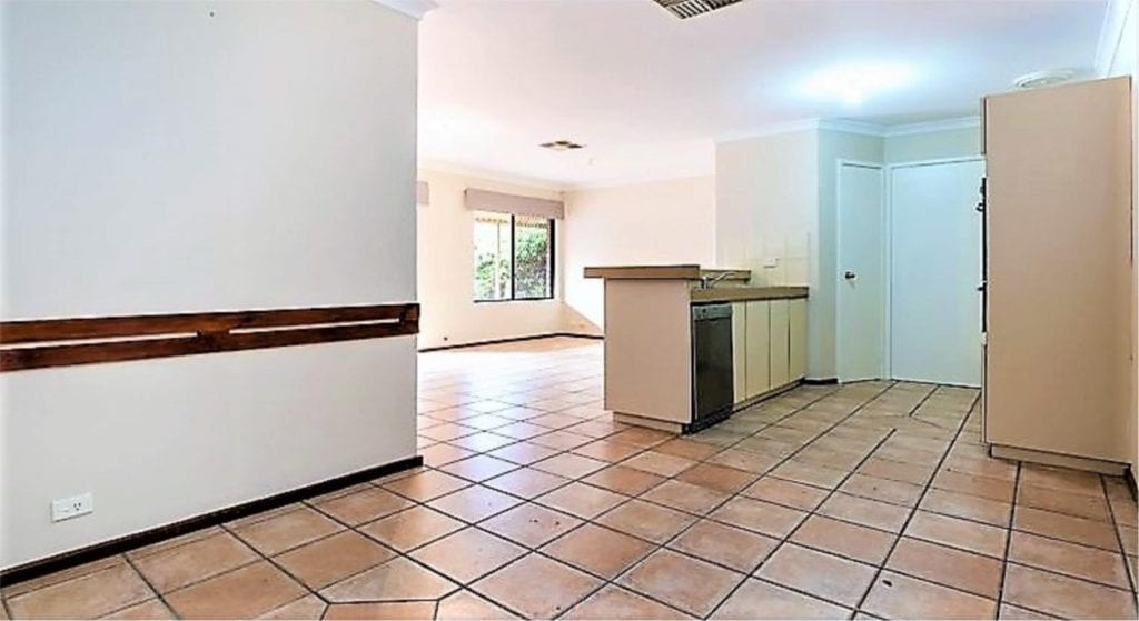MODEST FAMILY HOME 3 X 1 IN SUPER CONVENIENT LOCATION